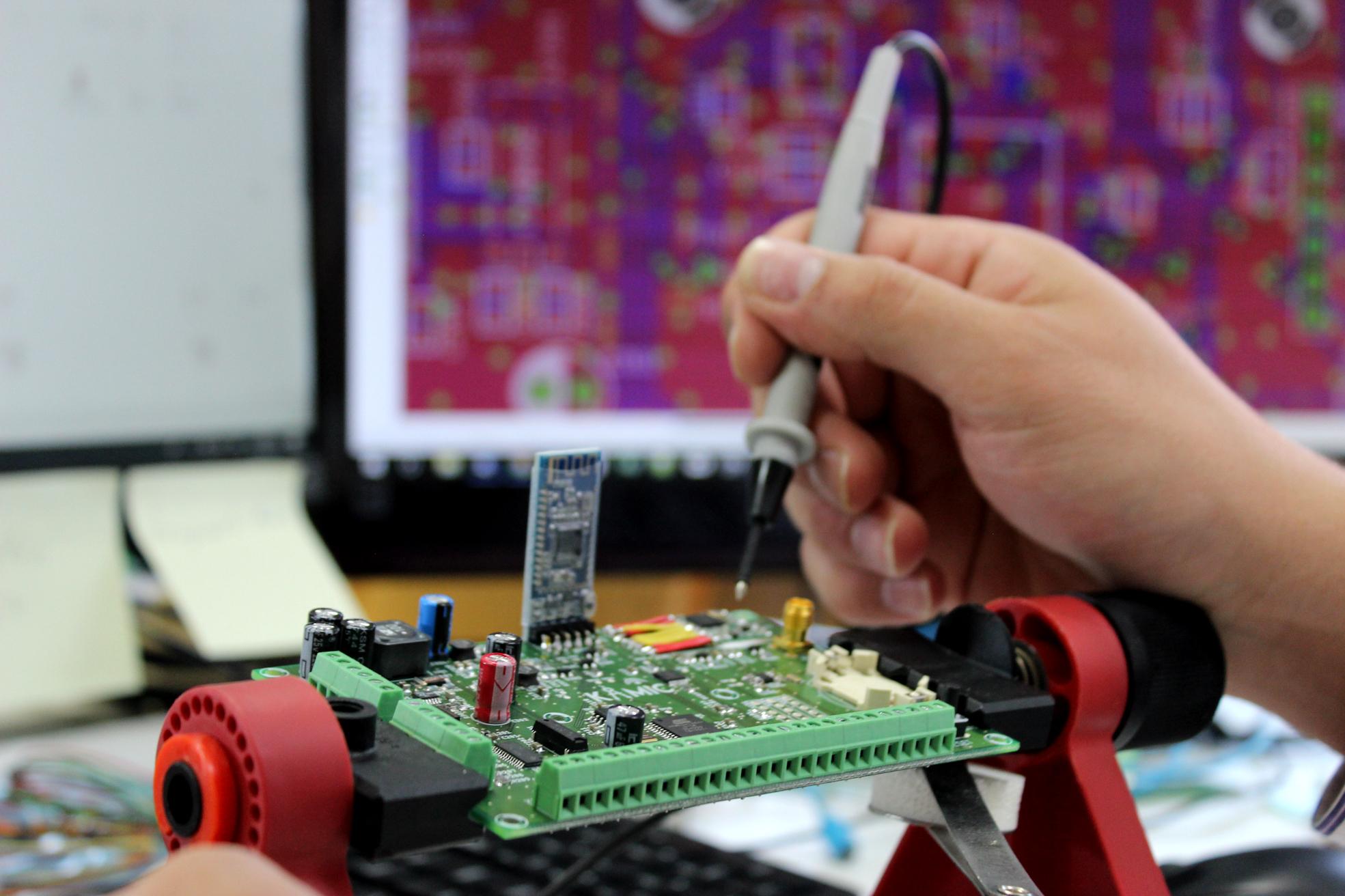 Circuíto para monitorizar infraestructuras. Desarrollo de producto, innovación, ingeniería, I+D+i.